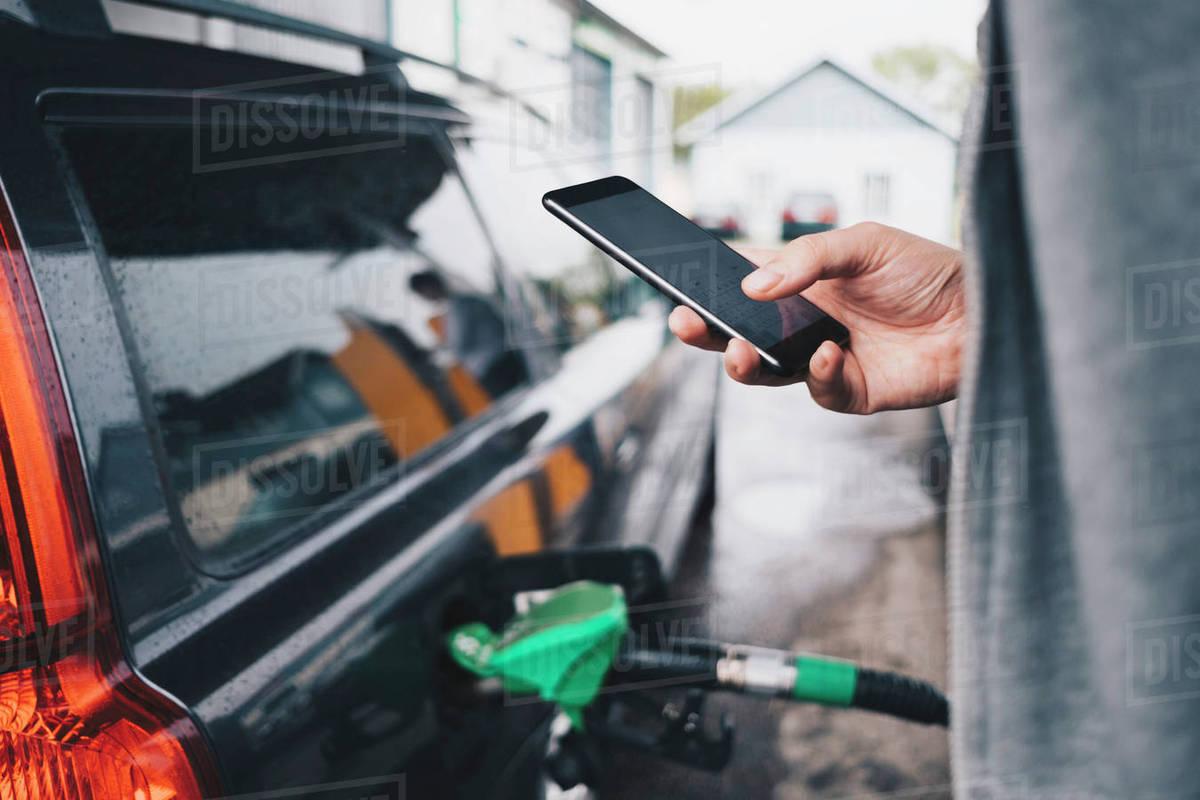 استفاده از تلفن همراه در پمپ بنزین